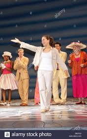liana hunt and cast the 4000th performance of the broadway musical