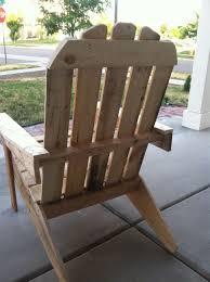 meuble fait en palette bibliothèque et chaise d u0027extérieur en palettesmeuble en palette