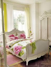 Bed Linen Decorating Ideas Bedroom Design White Wall Paint Wardrobe Bedstead Bedlinen Pillows