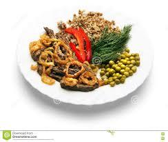 fond blanc en cuisine morceaux de viande frite avec une garniture d un plat sur un fond