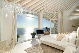 chambre vue sur mer résidence de haut standing sur la côte à la beauté magique