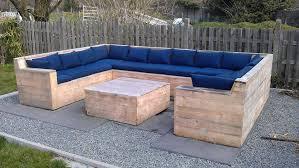canapé fait maison salon de jardin réalisé avec des palettes jardin