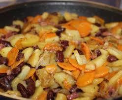 cuisiner des carottes la poele poêlée de pomme de terre carotte et haricots rouges recette de