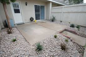 How To Make A Pea Gravel Patio How To Build A Loose Material Patio Dengarden