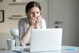 femme bureau portrait d une femme au bureau avec ordinateur portable