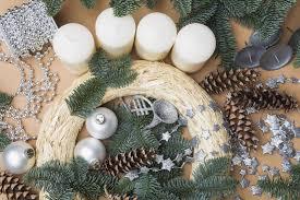 weihnachtsdeko einen türkranz für weihnachten basteln brigitte de
