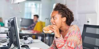que manger le midi au bureau manger au bureau augmenterait le stress et freinerait la créativité
