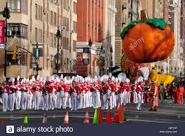 macys thanksgiving day parade set manhattan new york