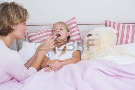 temp ature id le chambre mère de prendre la température de la fille malade à la maison dans