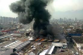 incendio en santiago centro provoca gran columna de humo