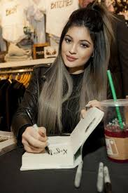 does kyle wear hair extensions she looks like holly hagan a teeny tiny bit with her hair like