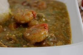 cuisiner des gombos sauce gombo aux crevettes et poisson fumé recette togolaise