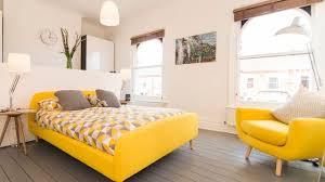 couleur chaude pour une chambre couleurs chaudes côté maison