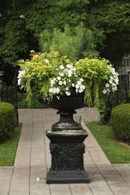 Gartengestaltung Mit Steinen Und Grsern Modern Tipps Zur Formalen Gartengestaltung Geometrische Und Klare Formen