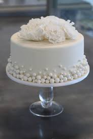 wedding cake on a budget budget wedding cake budgeted wedding