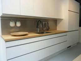 nettoyer meuble cuisine comment nettoyer meuble laque blanc newsindo co