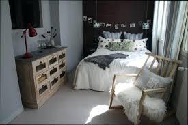 chambre femme moderne deco chambre femme linge de lit couleur grise et tapis deco