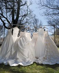 more brides turning to used wedding dresses