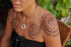 maori shoulder 30 spiral tattoos on shoulder
