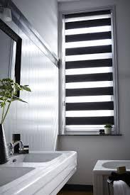 rollos für badezimmer verdunkelung und fensterdekoration kreativ verbinden 20 ideen