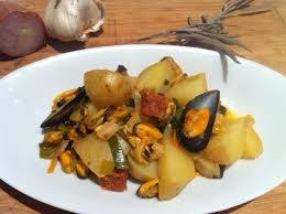 cuisiner des pommes poêlée espagnole de moules et de pommes de terre envie de cuisiner