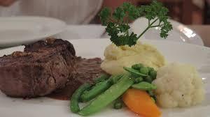 la cuisine aux images filet de boeuf farci aux chignons sauvages petits legumes