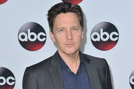 pretty in pink star andrew mccarthy channels his inner teen