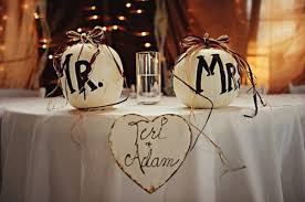 Bride And Groom Table Decoration Ideas A Personal Touch To Where The Bride And Groom Will Sit