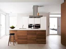 cuisine bois et blanc cuisine blanc laqu et bois excellent cuisine ouverte crdence bleu