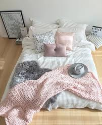 loving the look of the bed on the floor of my pinterest friends