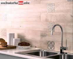 wandfliesen küche wandfliesen holzoptik küchenrückwand alternative fliesenspiegel