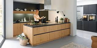 cuisines bois cuisiniste classique haut de gamme avec façade bois gbs