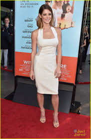 ashley white joey king ashley greene both opt for white at wish i was here