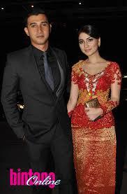 wedding dress nagita slavina gaya busana pasangan selebriti di pesta pernikahan raffi ahmad