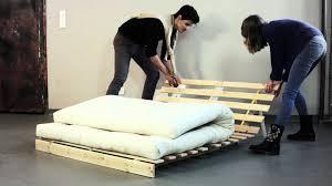 matelas futon canapé banquette convertible en bois avec matelas futon roots de karup