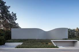 the flowing lines of villa mq unfold across five split levels
