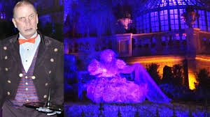 haunted mansion madame carlotta and butler broome interact at