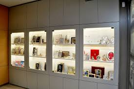 arredo gioiellerie progettazione realizzazione arredamenti gioiellerie gioielleria
