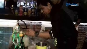 aksi bartender di even party coctail anniversary 1 vip cocktail
