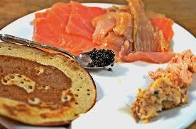 comment cuisiner l esturgeon blinis caviar saumons rillettes d esturgeon à la truffe blanche