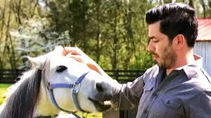 Property Brothers Apply Watch Drew Scott Dance And Fix Up A Farm On U0027property Brothers