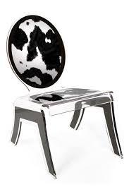 pouf en peau de vache chaise plexiglas médaillon forme relax peau de vache acrila