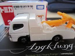 truck mitsubishi canter tomica 002 u2013 mitsubishi fuso canter tow truck tomica world