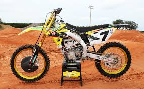 suzuki motocross bike up close with james stewart u0027s yoshimura suzuki transworld motocross