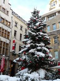 tips for taking a cologne walking tour at christmas