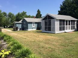 chincoteague island bungalow w 2 bedrooms and guest house