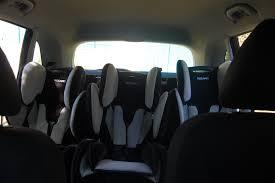 voiture 3 sièges bébé maman cube comment mettre 3 sièges auto dans une voiture siège