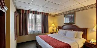 Green Bay Packers Bedroom Ideas Dining Comfort Suites Green Bay Green Bay Wi Usa