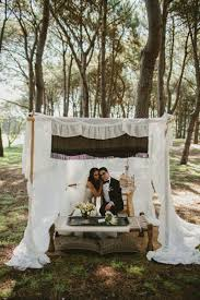 Wedding In My Backyard 15 Stunning Reasons To Have A Sweetheart Table Bridalguide
