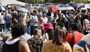 thousands show up at u0027food for florida u0027 storm benefit site in